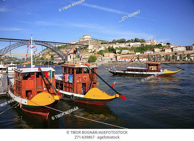 Portugal, Douro, Porto, Vila Nova de Gaia district skyline, Douro river, traditional boats