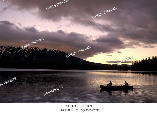 Canoeing, couple, canoe, twilight, Boat, lake, Deschutes, National Forest, Oregon, Sparks Lake, USA, America, United