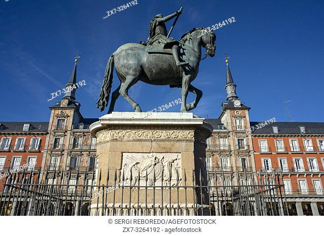 Bronze statue of King Philip III constructed in 1616 by Giovanni de Bologna and Pietro Tacca at the Plaza Mayor in Madrid, Spain