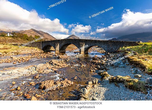 Old Bridge over the River Sligachan in front of the Cuilin Hills, Isle of Skye, Inner Hebrides, Scotland, UK, Europe