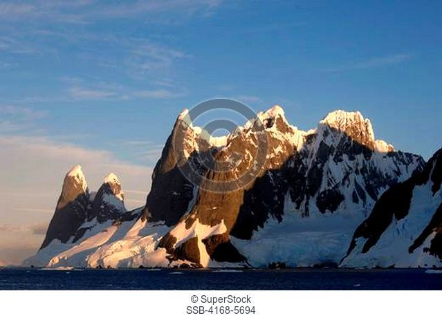 ANTARCTICA, ANTARCTIC PENINSULA, LEMAIRE CHANNEL, MOUNTAINS AND GLACIERS IN EVENING LIGHT