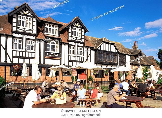 England, Norfolk, Norfolk Broads, Riverside Pub at Horning