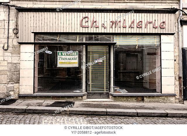 Closed clothing shop, Saint-Aignan, Loir-et-Cher, Centre, France