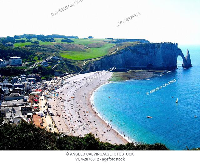 Cliffs, natural arch and stone beach Etretat, Le Havre, Seine-Maritime, Normandy, France, Europe