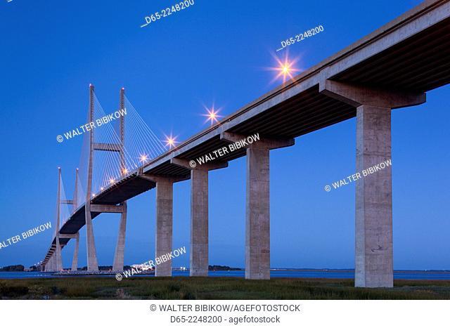 USA, Georgia, Brunswick, Sidney Lanier Bridge, across the Brunswick River, dusk