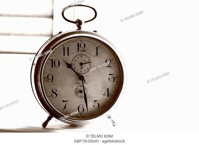 Clocks, hands, pointers, alarm, numbers, hours, Brazil