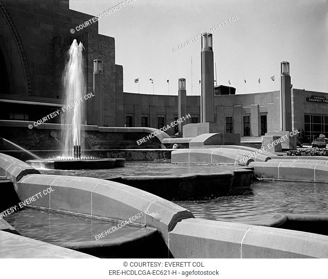 Cincinnati Union Terminal, detail of fountain, constructed in 1933, partially demolished in 1974, Cincinnati, Ohio, photograph circa early 1970s