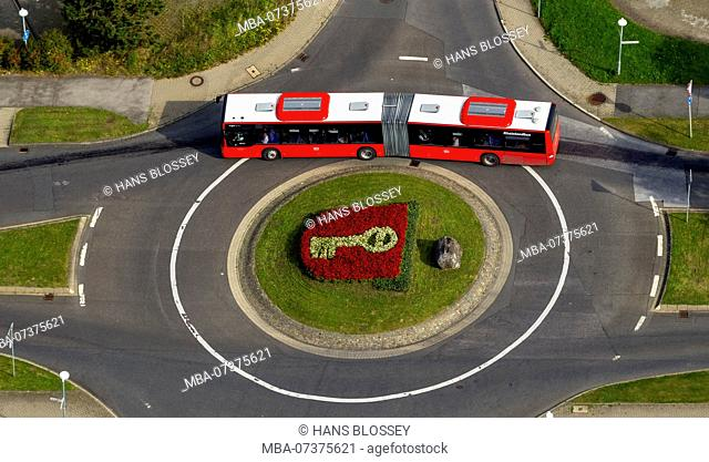 Coat of arms of the town of Velbert, bi-articulated bus in roundabout, flowerbed depicting the key in the coat of arms, Werdener Straße Friedrich-Ebert-Straße...