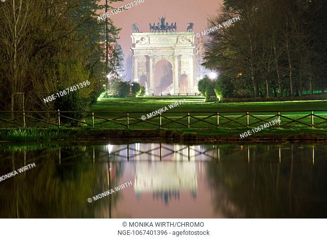 Parco Sempione, in the background the Triumphal arch Arco della Pace, Arch of Peace, in the evening light, Milan, Milano, Lombardy, Italy, Europe