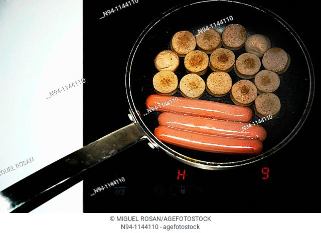 Preparing a hot dog in the pan