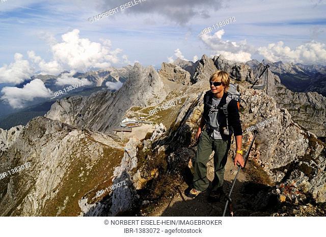 Mittenwalder Hoehenweg via ferrata, Mittenwald, Karwendelgebirge mountains, Innsbruck, Tyrol, Austria, Europe