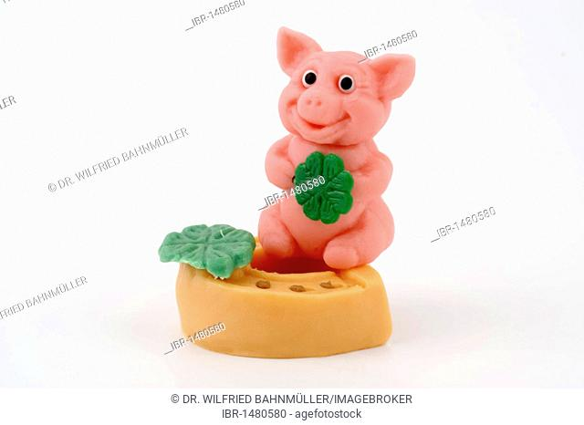 Lucky charm, good luck charm, marzipan, pig, horse shoe, four leaf clover, New Year, New Year's Eve