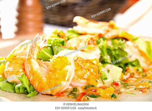 Shrimp salad with mango and chilli salsa