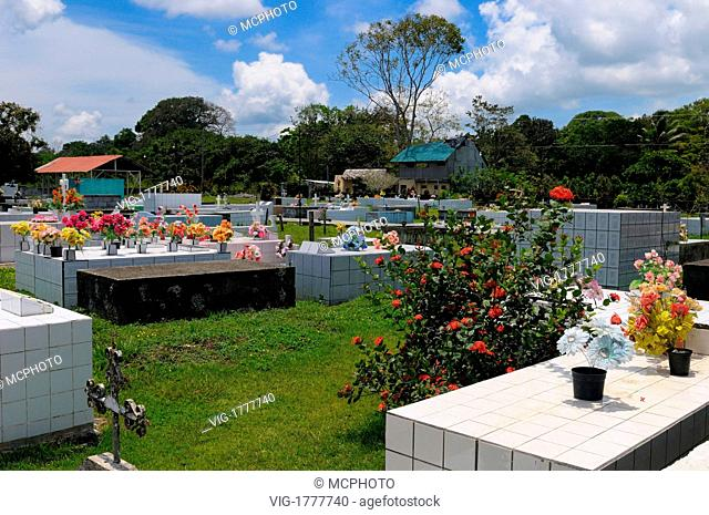 Flowers and tombs of the Puerto Jimenez Cemetary in Osa Peninsula - 18/03/2008