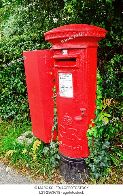 Traditional british red postbox, letter box, mail box. London, England, Great Britain, United Kingdom