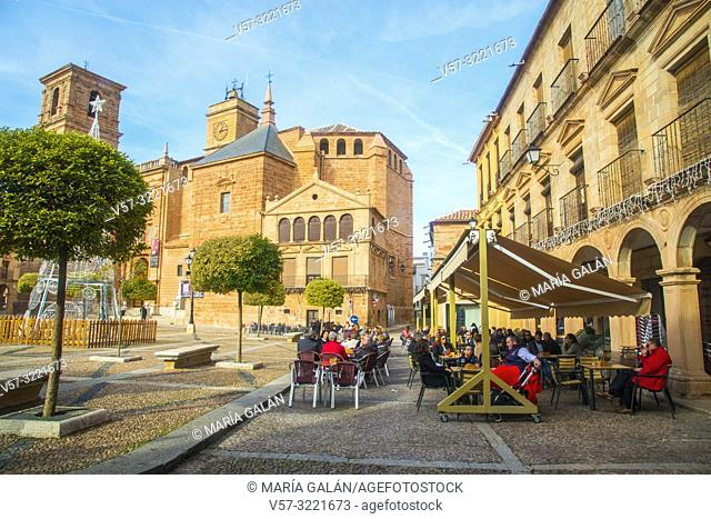 Terraces at the Plaza Mayor. Villanueva de los Infantes, Ciudad Real province, Castilla La Mancha, Spain