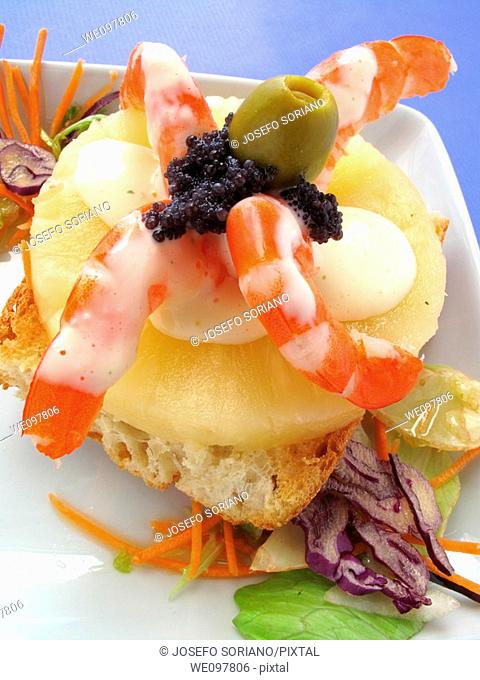 Toasted bread, fresh pineapple and prawns with mayonnaise