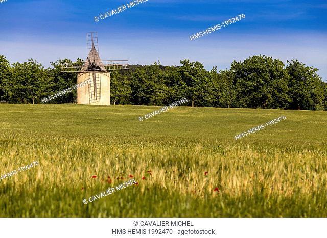 France, Vaucluse, regional natural reserve of Luberon, Sannes, windmill near a wheatfield
