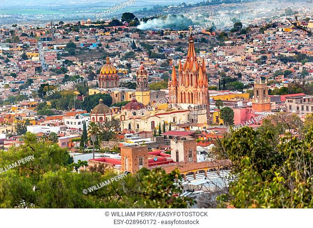 San Miguel de Allende, Mexico, Overlook Parroquia Archangel Church Close Up, Churches Houses