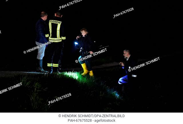 Police officers search the river banks with torches near Landauer bridge at the Elster river basin inLeipzig, Germany, 21 April 2016
