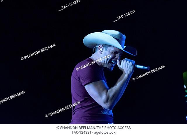Dustin Lynch performs at day 3 of the Route 91 Harvest Festival October 2, 2016 at the Las Vegas Village in Las Vegas, NV