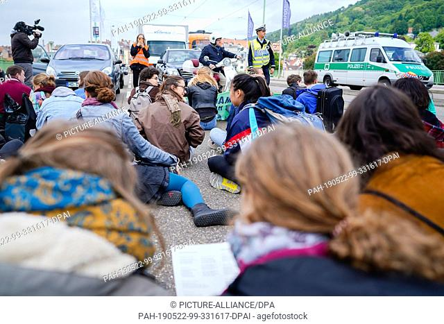 """22 May 2019, Baden-Wuerttemberg, Heidelberg: Participants of a rally of the international climate protection movement """"""""Extinction Rebellion"""""""" block the road of..."""