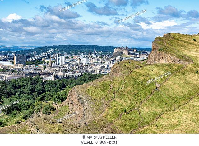 United Kingdom, Scotland, Edinburgh, cliff of Salisbury Crags and old town with Edinburgh Castle