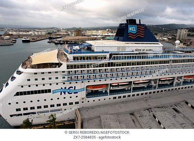 Cruise ship moored in the port of Honolulu. O'ahu. Hawaii. Pride of Aloha. Boat cruises around Hawaii give visitors the chance to tour more than the one or two...
