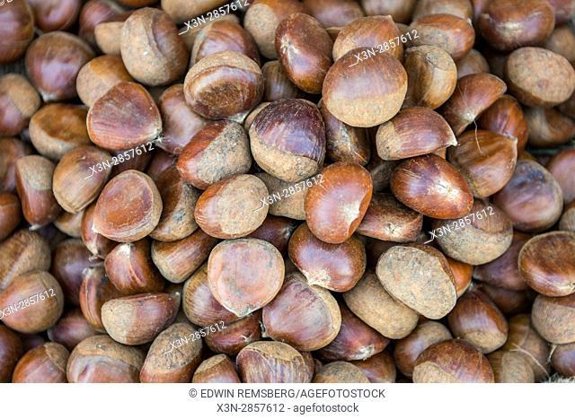 Vegetable market Abu Dhabi - Vegetable market Abu Dhabi - United Arab Emirates - Pile of chestnuts