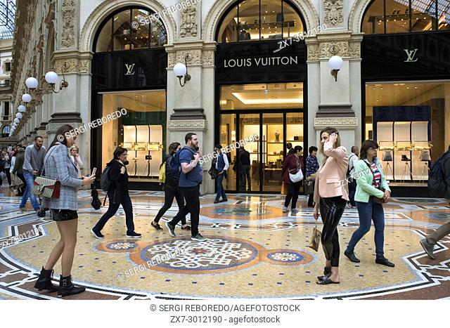 Vittorio Emanuele gallery interior, Milan, Italy. The Galleria Vittorio Emanuele II is one of the world's oldest shopping malls, Milan, Italy, Europe