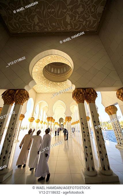 Omanis men at Sheikh Zayed Mosque, Abu Dhabi, . United Arab Emirate