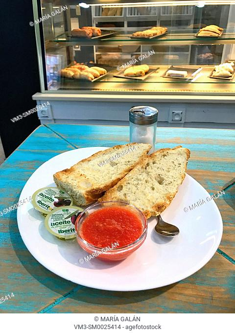 Bread with tomato and olive oil. Spain