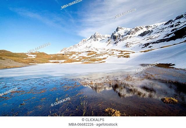 Europe, Italy, Lombardy, Sondrio. Alpisella lake in thaw during spring - Livigno