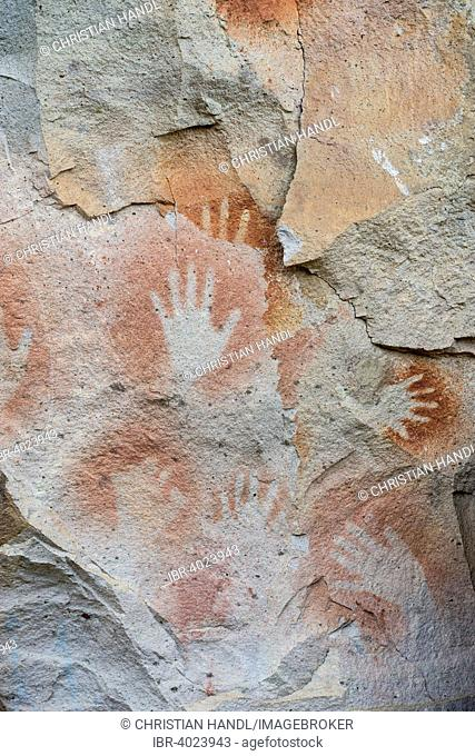 Cueva de las Manos or Cave of Hands, murals, 7000-1000 BC, Santa Cruz, Argentina
