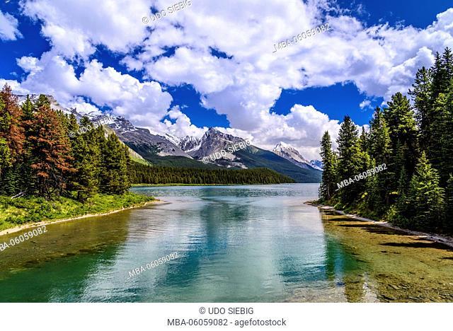 Canada, Alberta, Jasper National Park, Jasper, Maligne Lake, Maligne River to Mount Leah and Samson Peak