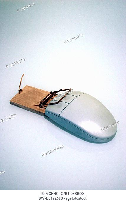 Computer mouse with mousetrap