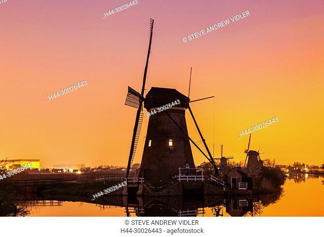 Europe, Netherlands, Alblasserdam, Kinderdijk, Windmills