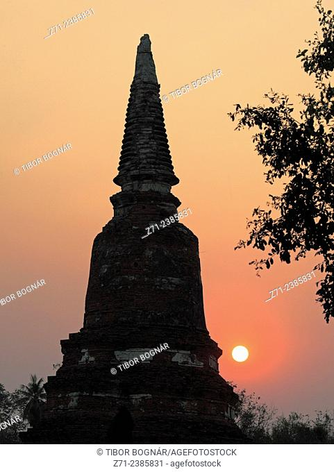Thailand, Ayutthaya, Phra Ram Park, sunset