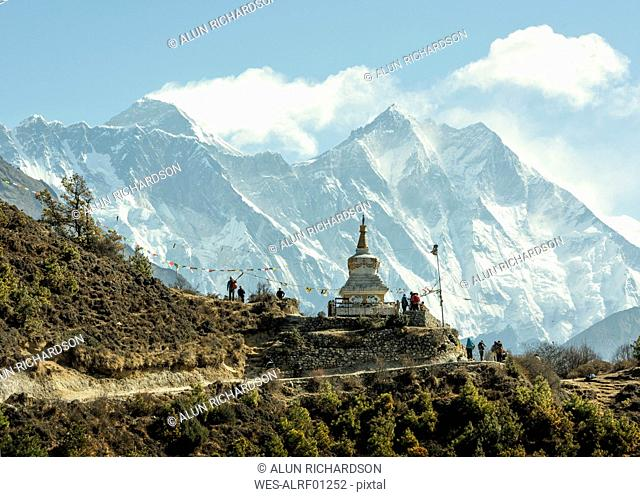 Nepal, Solo Khumbu, Everest, Sagamartha National Park, People visiting stupa