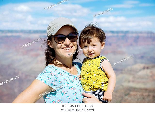 USA, Arizona, Grand Canyon National Park, Grand Canyon, Portrait of mother and little daughter