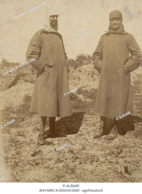 Album R. Esercito I G. M. (Prima Guerra Mondiale): soldiers with coat, shot 1915