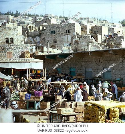 Markttag in Hebron, Israel 1980er Jahre. Market day in Hebron, Israel 1980s