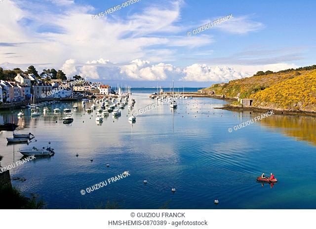 France, Morbihan, Belle Ile en Mer, along the GR340 between Le Palais and the Pointe des Poulains, Sauzon harbour