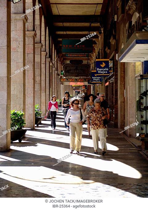 ESP, Spain, Balearic Islands, Palma de Mallorca : Shopping street Avenida Jaume III