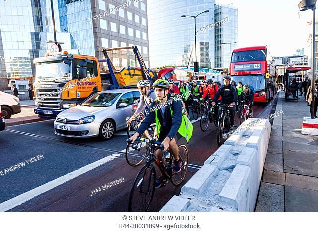 England, London, London Bridge, Early Morning Commuter Traffic