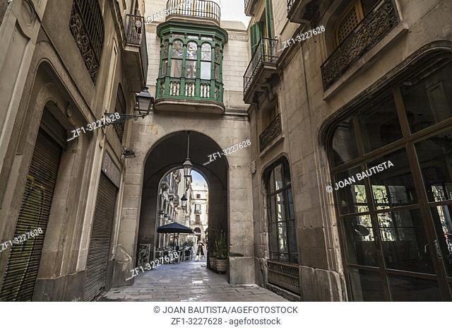 Ancient street view, gothic quarter near to plaza real, Barcelona
