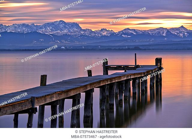 Evening mood, Lake Ammersee near Herrsching, Zugspitze and Wetterstein mountains in the background, Upper Bavaria, Bavaria, Germany