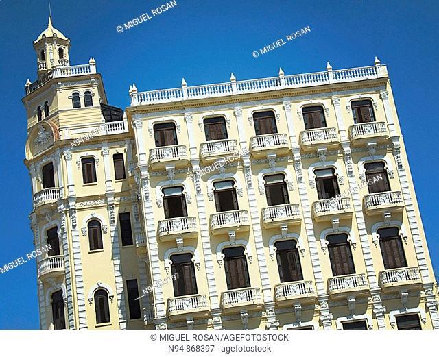 Fachada del edificio del Hotel Angel Aranda en la Plaza Vieja en la zona Habana Vieja de la Ciudad de La Habana. Cuba