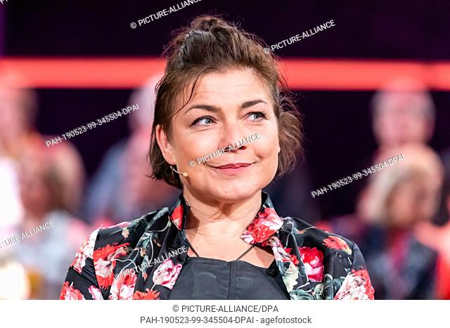"""26 April 2019, Saxony, Leipzig: The actress Claudia Schmutzler, recorded during the MDR talk show """"""""Riverboat"""""""" on 17.05.2019 in Leipzig"""