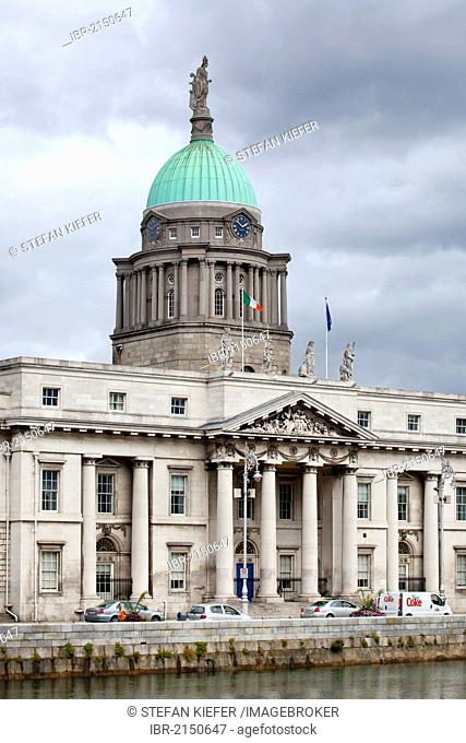 Custom House, former Custom House now the Ministry of Environment, on the River Liffey in Dublin, Ireland, Europe